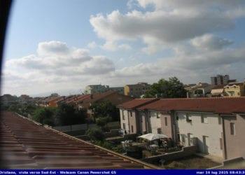 Qualche nube proveniente dal mare solca il cielo di Oristano e dintorni. Fonte webcam oristanometeo.com
