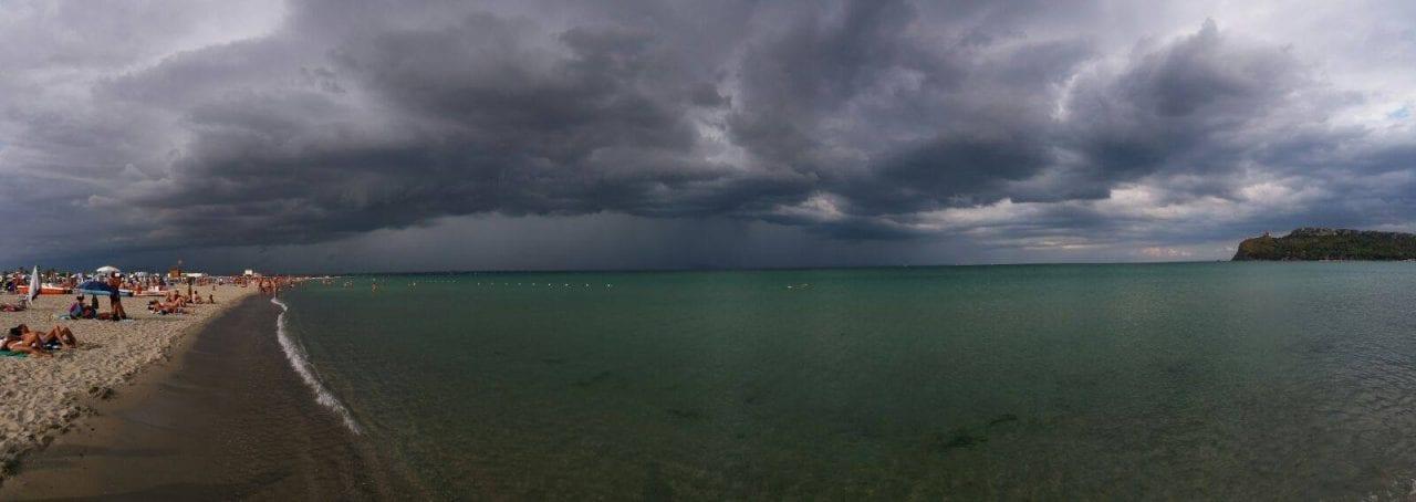 shelf cloud dal Poetto - Supercella temporalesca a est di Cagliari! Foto e video