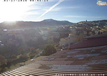 Sole splendente su Fonni, la poca neve rimasta sul Monte Spada purtroppo continuerà a sciogliersi.