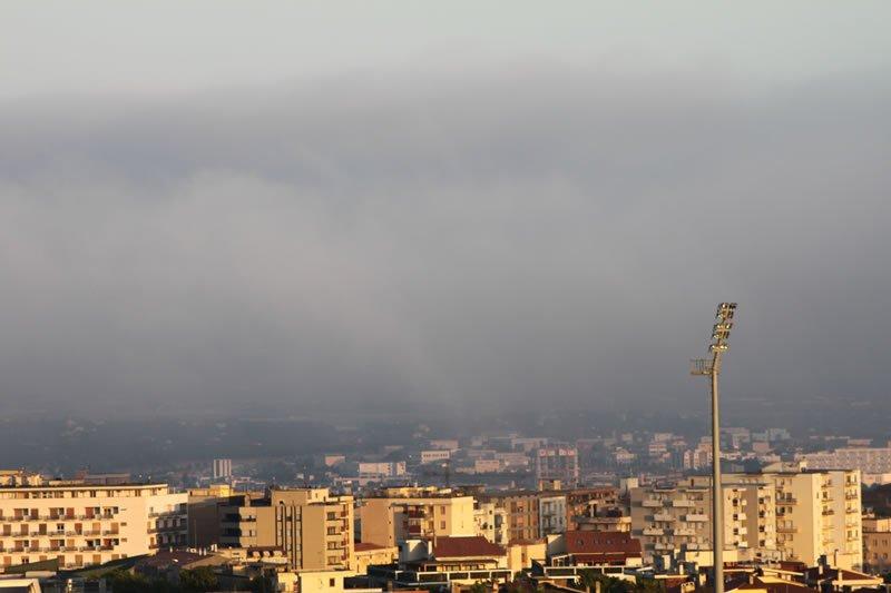 Nebbia alle porte di Sassari, ormai verso Predda Niedda