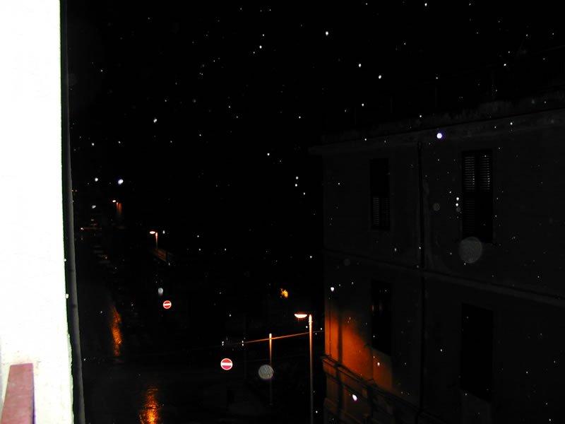 Strato di neve sui marciapiedi in zona Viale Dante. Sassari 21 aprile 2001