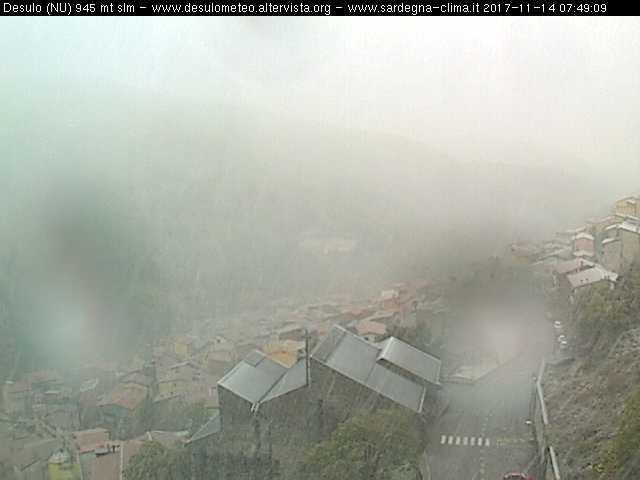 Fitte nevicate stanno interessando i centri montani della Barbagia. Qui Desulo. Fonte immagine desulometeo.altervista.org