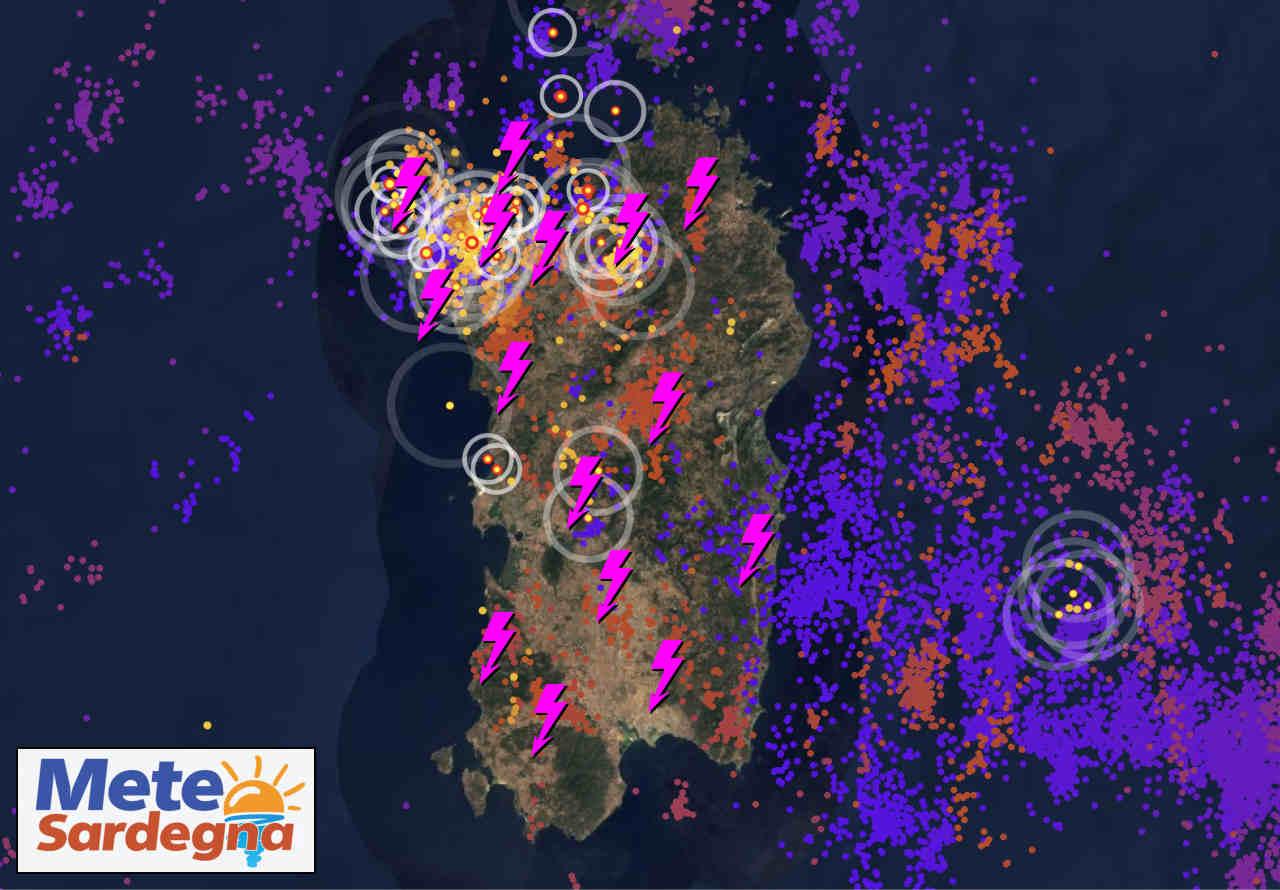 temporali live sardegna - Meteo Sardegna nel cuore del ciclone mediterraneo: il cielo ribolle di nubi temporalesche