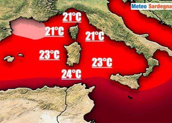 Calde acque superficiali attorno alla Sardegna.