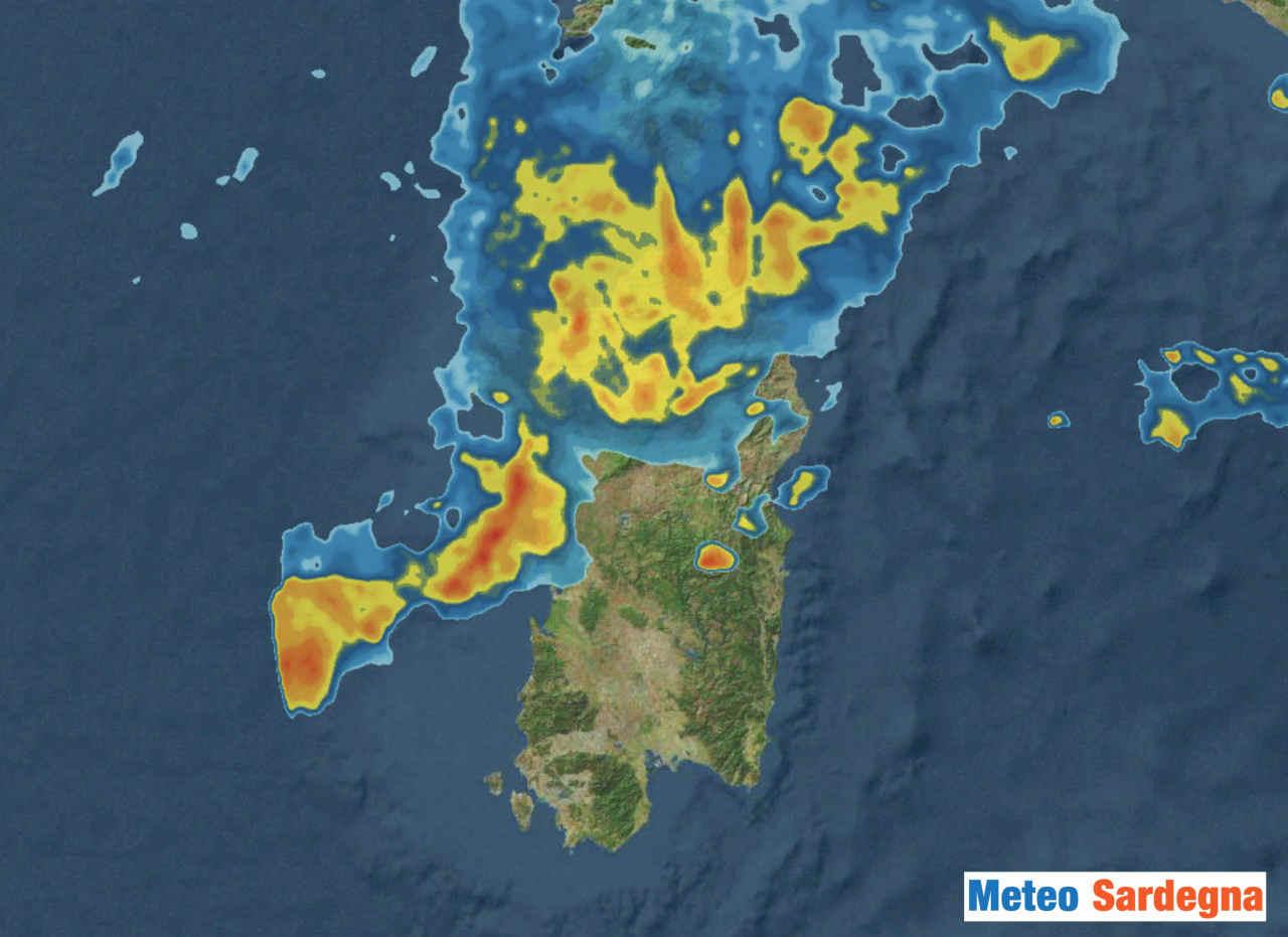 Radar meteo che indica le aree sotto piogge. In arancione quelle con piogge più intense.