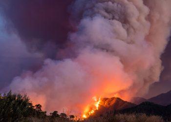 grosso incendio 350x250 - Notte dal meteo tropicale in Sardegna, gli effetti a medio termine