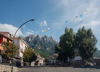Oliena con la splendida veduta del Monte Corrasi.